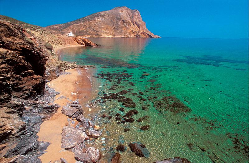 Πανοραμική άποψη του μονόλιθου της Ανάφης και των γαλαζοπράσινων νερών της (φώτο: ethnos.gr) | www.lightgear.gr