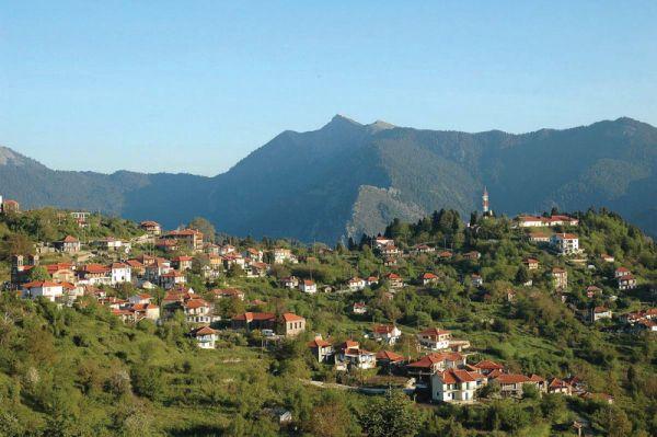 Άποψη της Άνω Χώρας στην ορεινή Ναυπακτία | www.lightgear.gr
