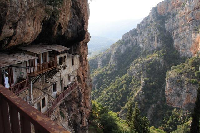 Η εκπληκτική τοποθεσία της μονής Φιλοσόφου | www.lightgear.gr