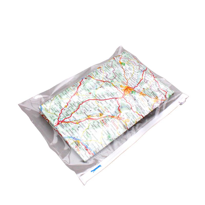 Ένα αδιάβροχο σακουλάκι Zip είναι ιδανικό για την προστασία ενός χάρτη | www.lightgear.gr