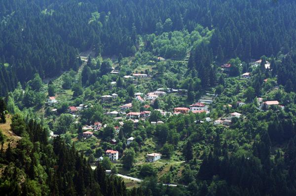 Άποψη του κατάφυτου Δροσοχωριού | www.lightgear.gr