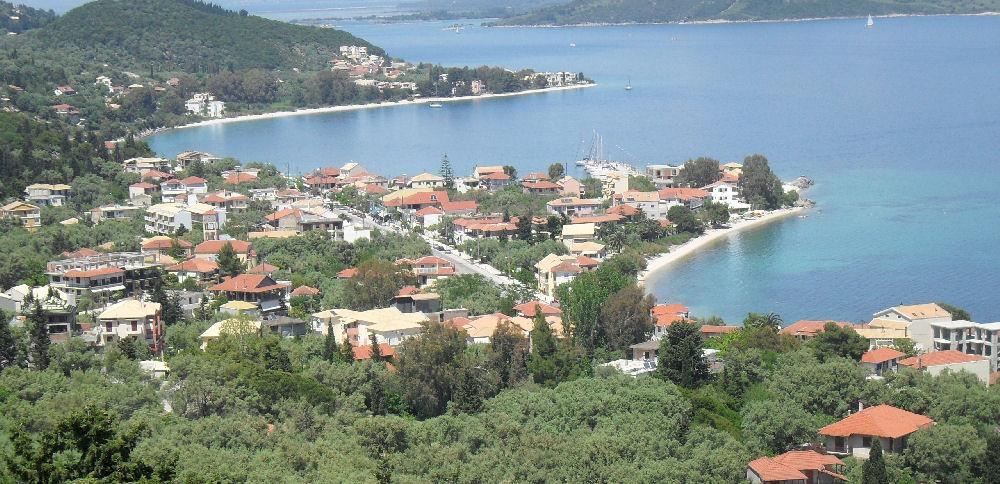 Πανοραμική άποψη του γραφικού λιμανιού της Νικιάνας | www.lightgear.gr