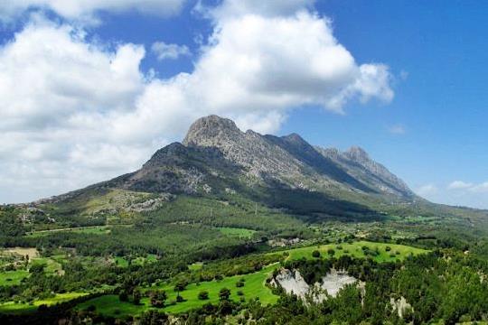 Το βουνό Σαντομέρι από μακριά | www.lightgear.gr