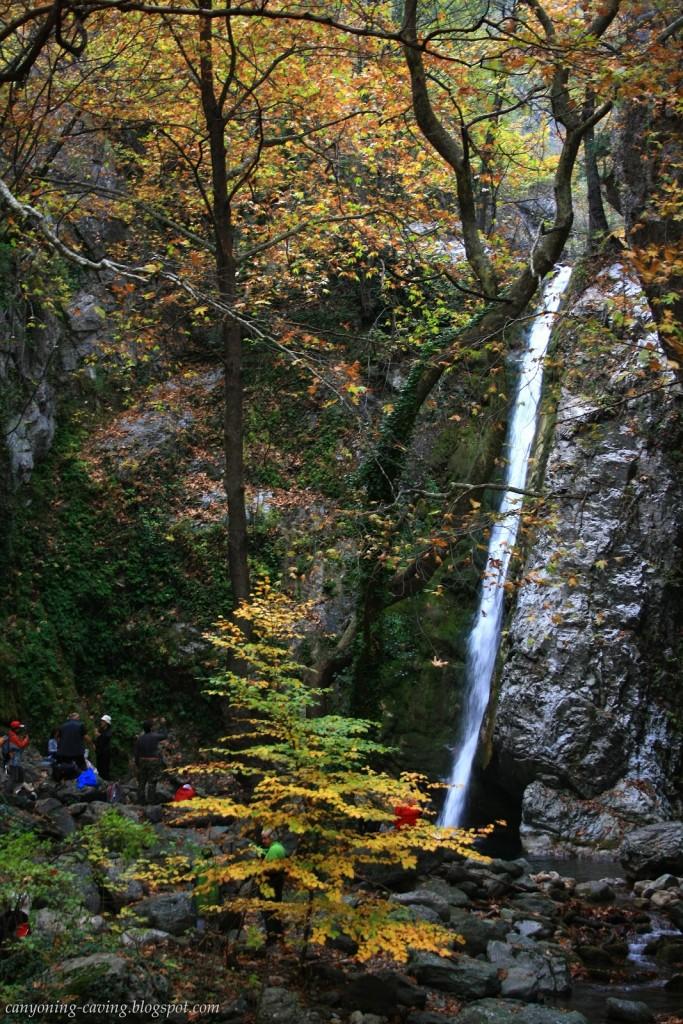 Καταρράκτης Κουνουπίτσας (φωτ.: canyoning-caving.blogspot.gr/) | www.lightgear.gr