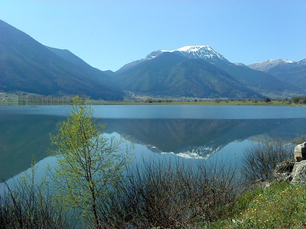 Η ελώδης λίμνη Στυμφαλία (φωτ.: partetavouna.blogspot.gr) | www.lightgear.gr